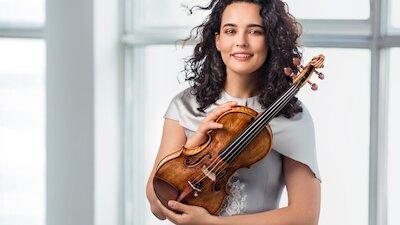 Российский национальный оркестр и Алена Баева, скрипка.  Дирижёр – Михаил Плетнёв